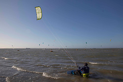 © Licensed to London News Pictures.27/03/2021. Southend-On-Sea,UK. Kite-surfers enjoy windy weather at the Thames Estuary in Southend-on-Sea, Essex. The weather forecasts predict sunny weather with strong winds in the southeast England.`Photo credit: Marcin Nowak/LNP