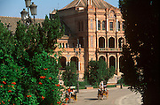 SPAIN, ANDALUSIA, SEVILLE Plaza de Espana, carriage rides