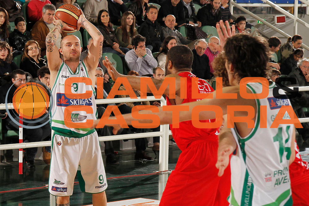 DESCRIZIONE : Avellino Lega A 2011-12 Sidigas Avellino EA7 Emporio Armani Milano<br /> GIOCATORE : Valerio Spinelli<br /> SQUADRA : Sidigas Avellino<br /> EVENTO : Campionato Lega A 2011-2012<br /> GARA : Sidigas Avellino EA7 Emporio Armani Milano<br /> DATA : 22/04/2012<br /> CATEGORIA : palleggio passaggio<br /> SPORT : Pallacanestro<br /> AUTORE : Agenzia Ciamillo-Castoria/A.De Lise<br /> Galleria : Lega Basket A 2011-2012<br /> Fotonotizia : Avellino Lega A 2011-12 Sidigas Avellino EA7 Emporio Armani Milano<br /> Predefinita :