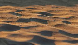THEMENBILD - der Sand am Strand in Nahaufnahme in der Sonne, aufgenommen am 16. Juni 2018, Lignano Sabbiadoro, Österreich // The sand on the beach in closeup in the sun on 2018/06/16, Lignano Sabbiadoro, Austria. EXPA Pictures © 2018, PhotoCredit: EXPA/ Stefanie Oberhauser