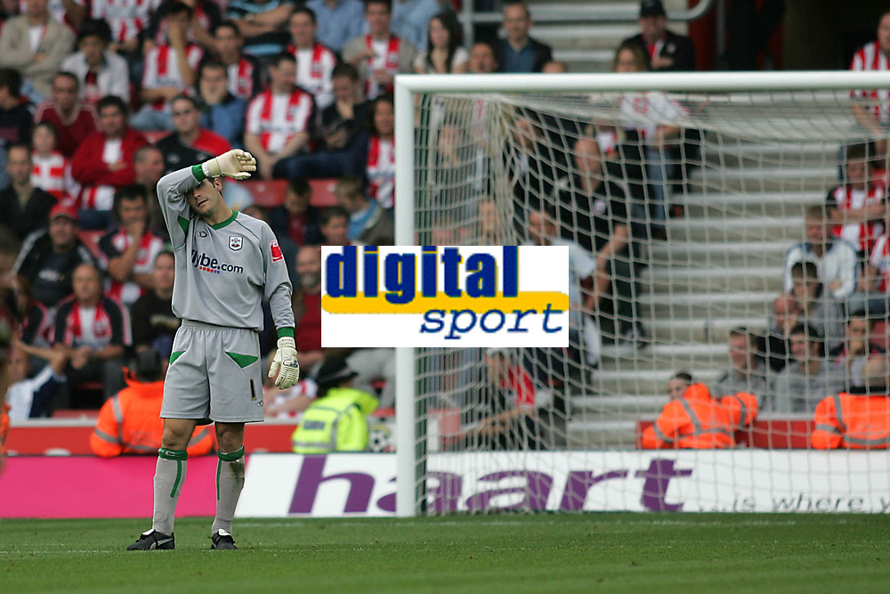 Photo: Lee Earle.<br /> Southampton v Queens Park Rangers. Coca Cola Championship. 30/09/2006. Saint's keeper Kelvin Davis looks dejected as they trail to QPR.