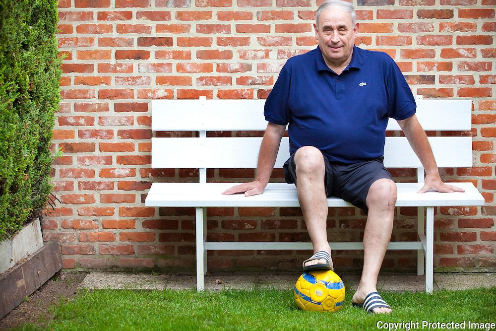 361698-Trainer van FC Vlimmeren,  Jos Van Peel-Elsum 57 Geel