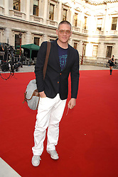 GILES DEACON at the Royal Academy of Art Summer Exhibition Preview Party on 4th June 2008.<br /><br />NON EXCLUSIVE - WORLD RIGHTS