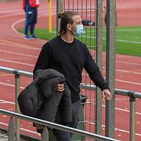 07.10.2020, wohninvest Weserstadion Platz 11, Bremen, GER, FSP SV WERDER BREMEN  vs 1. FC St. Pauli<br /> <br /> im Bild / picture shows <br /> <br /> Niclas Füllkrug / Fuellkrug (Werder Bremen #11) schaut sich das Spiel in Zivil mit mit CORONA Alltagsmasken (Mund-Nasen-Bedeckung) an <br /> Querformat<br /> <br /> Foto © nordphoto / Kokenge