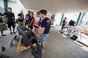 Teamleden bekijken de fietsen van de anderen voor het Super 8 motel. Het Human Power Team Delft en Amsterdam (HPT), dat bestaat uit studenten van de TU Delft en de VU Amsterdam, is in Amerika om te proberen het record snelfietsen te verbreken. Momenteel zijn zij recordhouder, in 2013 reed Sebastiaan Bowier 133,78 km/h in de VeloX3. In Battle Mountain (Nevada) wordt ieder jaar de World Human Powered Speed Challenge gehouden. Tijdens deze wedstrijd wordt geprobeerd zo hard mogelijk te fietsen op pure menskracht. Ze halen snelheden tot 133 km/h. De deelnemers bestaan zowel uit teams van universiteiten als uit hobbyisten. Met de gestroomlijnde fietsen willen ze laten zien wat mogelijk is met menskracht. De speciale ligfietsen kunnen gezien worden als de Formule 1 van het fietsen. De kennis die wordt opgedaan wordt ook gebruikt om duurzaam vervoer verder te ontwikkelen.<br /> <br /> The Human Power Team Delft and Amsterdam, a team by students of the TU Delft and the VU Amsterdam, is in America to set a new  world record speed cycling. I 2013 the team broke the record, Sebastiaan Bowier rode 133,78 km/h (83,13 mph) with the VeloX3. In Battle Mountain (Nevada) each year the World Human Powered Speed Challenge is held. During this race they try to ride on pure manpower as hard as possible. Speeds up to 133 km/h are reached. The participants consist of both teams from universities and from hobbyists. With the sleek bikes they want to show what is possible with human power. The special recumbent bicycles can be seen as the Formula 1 of the bicycle. The knowledge gained is also used to develop sustainable transport.