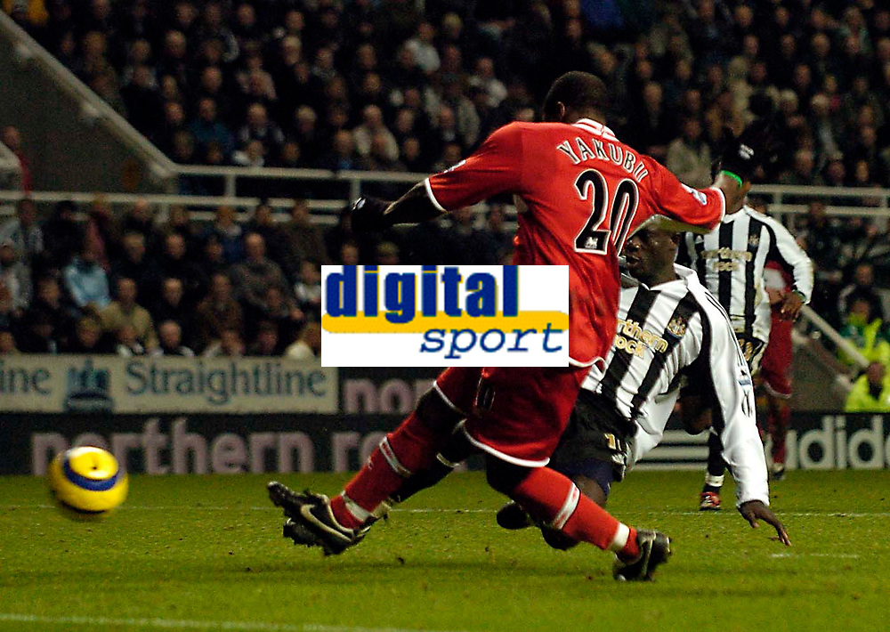 Photo: Jed Wee.<br />Newcastle United v Middlesbrough. The Barclays Premiership. 02/01/2006.<br />Middlesbrough's Yakubu scores their equaliser.