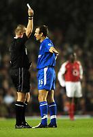 Fotball<br /> Premier League 2004/05<br /> Arsenal v Chelsea<br /> 12. desember 2004<br /> Foto: Digitalsport<br /> NORWAY ONLY<br /> Arjen Robben, Chelsea, får gult kort av dommer Graham Poll