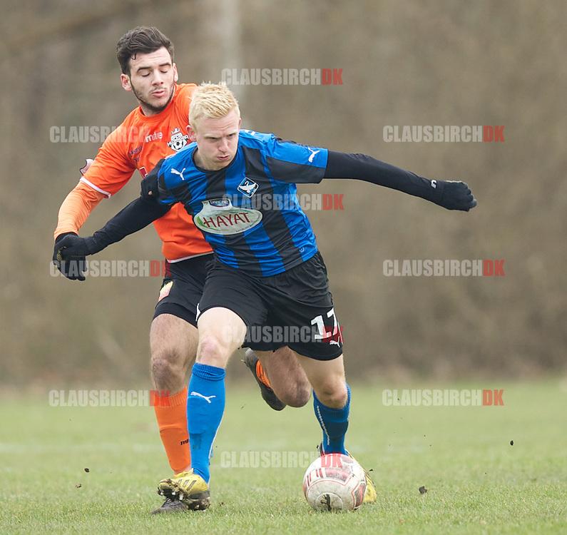 Jonas Thomsen (HB Køge) jagtes af Faton Trstena (FC Helsingør) under træningskampen mellem HB Køge og FC Helsingør den 7. marts 2015 i Køge. Foto: Claus Birch