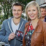 NLD/Volendam/20101018 - Cd presentatie Mon Amour, Peter de Haan en Linda Schilder