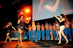 10-05-2008 VOLLEYBAL: DELA MEIDENDAG: APELDOORN<br /> Zo n 1500 meisjes woonden de teampresentatie van het Nederlands vrouwenvolleybalteam bij. De DELA meidendag werd weer een groot succes / Idols zangeres Nathalie, Charlene en Nikki<br /> ©2008-WWW.FOTOHOOGENDOORN.NL