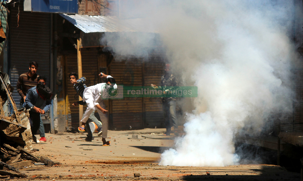 June 9, 2017 - Anantnag, Jammu and Kashmir, India - Massive clashes erupted in South Kashmir's Anantnag district between youths & security forces after Friday prayers against the killing of a youth. (Credit Image: © Muneeb Ul Islam/Pacific Press via ZUMA Wire)