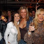 Opening beachclub Vroeger Bloemendaal, Rosanna Lima, Kelly van der Veer en Mary Borsato