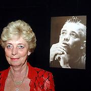 NLD/Aalsmeer/20070601 - Uitzending van de BNN grote  Donorschow, moeder Bart de Graaff voor zijn portret