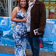 NLD/Amsterdam/20110731 - Premiere film De Smurfen, Nurlaila Karim met partner Muriel Wolda