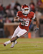 NORMAN, OK - OCTOBER 31:  31:  Running back Chris Brown #29 of the Oklahoma Sooners turns up field in the first half against the Kansas State Wildcats on October 31, 2009 at Gaylord Family Oklahoma Memorial Stadium in Norman, Oklahoma.  (Photo by Peter G. Aiken/Getty Images)