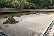 Japan, Kyoto, Ryoan-Ji Zen Buddhist temple, View of the dry garden of Ryoan-Ji