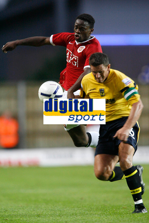 Photo: Marc Atkins.<br />Oxford United v Manchester United XI. Pre Season Friendly. 08/08/2006. Louis Saha (L) of Manchester United battles with Phil Gilchrist of Oxford United.
