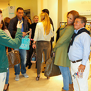 NLD/Amsterdam/20120424 - Lancering juwelenlijn Wishes by Rossana Kluivert-Lima, Nino Wilkes maakt foto van  Glennis Grace en opa Jorge