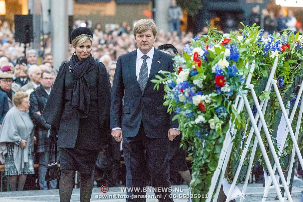 NLD/Amsterdam/20170504 - Nationale Herdenking 2017, defile Maxima en Willem Alexander