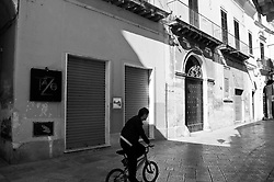 Scorcio di Lecce sulla via della movida leccese (Via Perroni) la domenica mattina.