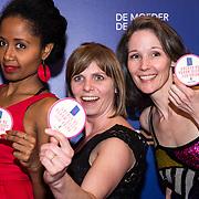 NLD/Amsterdam/20190322  - Boekenbal 2019, Dames met satement Moeder de vrouw heeft een vulva