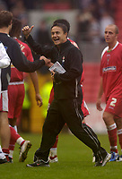 Photo: Jed Wee.<br />Darlington v Swindon Town. Coca Cola League 2. 19/08/2006.<br /><br />Swindon manager Dennis Wise celebrates at the end of the game as they top League 2.