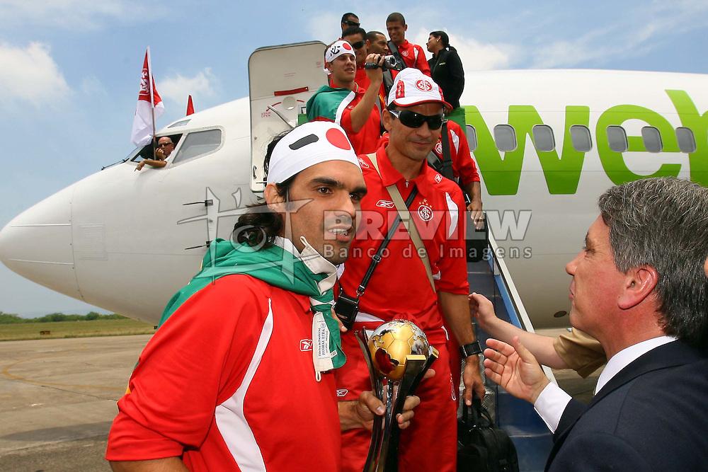 Fernandão após o desembarque da equipe do Internacional, campeã do mundial interclubes da FIFA comemora com a sua torcida em Porto Alegre. FOTO: Jefferson Bernardes/Preview.com