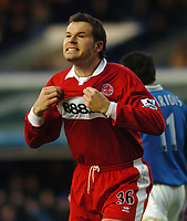 Mark Viduka (Middlesbrough) complains to the linesman after a goal is disallowed. Birmingham City v Middlesbrough, FA Premiership, 26/12/2004. Credit: Back Page Images / Matthew Impey
