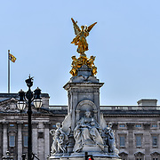 London, UK. 27 June 2019. UK Weather - The Hottest week in June 2019. Victoria Memorial at Buckingham Palace, London, UK