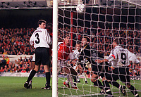 Martin Keown watches as his header beats goalkeeper Yurii Virt to score the 2nd and equalizing goal for Arsenal. Arsenal 3:2 FC Shakhar Donetsk, UEFA Champions League, Group B, 20/9/2000. Credit: Colorsport / Stuart MacFarlane.