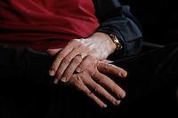 12 JAN 2007, POTSDAM/GERMANY:<br /> Haende von Prof. Hans Joachim Schellnhuber, Direktor, Potsdamer Institut fuer Klimaforschung, PIK, waehrend einem Interview, in seinem Buero, Institut fuer Klimaforschung<br /> IMAGE: 20070112-01-013<br /> KEYWORDS: Hand, Hände