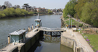 LONDON, UK, 18 April 2010: Richmond Lock & Weir on the River Thames. For piQtured Sales contact: +44 (0) 7916262580 (Picture by Richard Goldschmidt/Piqtured)