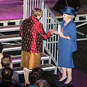 NLD/Utrecht/20140628 - Prinses Beatrix aanwezig bij de viering van 200 jaar Nederlands Bijbelgenootschap, Prinses Beatrix ontvangt het eerste exemplaar vande jeugdbijbel