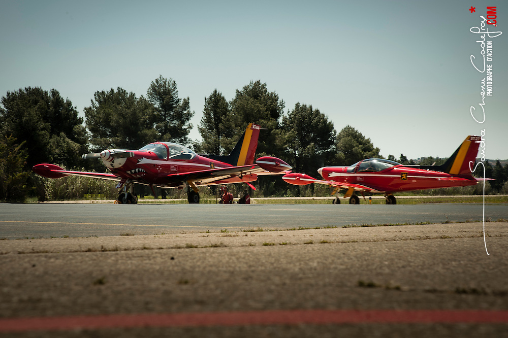 Participation des Red Devils Belgium de l'équipe de démonstration de l'armée belge à l'anniversaire des 60 ans de la Patrouille de France.<br /> Mai 2013 / Salon de Provence / Bouches du Rhône(13) / FRANCE