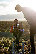 Rik Houwers van het HPT is bezig met de warming up voor de kwalificaties. Het Human Power Team Delft en Amsterdam (HPT), dat bestaat uit studenten van de TU Delft en de VU Amsterdam, is in Amerika om te proberen het record snelfietsen te verbreken. Momenteel zijn zij recordhouder, in 2013 reed Sebastiaan Bowier 133,78 km/h in de VeloX3. In Battle Mountain (Nevada) wordt ieder jaar de World Human Powered Speed Challenge gehouden. Tijdens deze wedstrijd wordt geprobeerd zo hard mogelijk te fietsen op pure menskracht. Ze halen snelheden tot 133 km/h. De deelnemers bestaan zowel uit teams van universiteiten als uit hobbyisten. Met de gestroomlijnde fietsen willen ze laten zien wat mogelijk is met menskracht. De speciale ligfietsen kunnen gezien worden als de Formule 1 van het fietsen. De kennis die wordt opgedaan wordt ook gebruikt om duurzaam vervoer verder te ontwikkelen.<br /> <br /> Rik Houwers is warming up for the qualification. The Human Power Team Delft and Amsterdam, a team by students of the TU Delft and the VU Amsterdam, is in America to set a new  world record speed cycling. I 2013 the team broke the record, Sebastiaan Bowier rode 133,78 km/h (83,13 mph) with the VeloX3. In Battle Mountain (Nevada) each year the World Human Powered Speed ??Challenge is held. During this race they try to ride on pure manpower as hard as possible. Speeds up to 133 km/h are reached. The participants consist of both teams from universities and from hobbyists. With the sleek bikes they want to show what is possible with human power. The special recumbent bicycles can be seen as the Formula 1 of the bicycle. The knowledge gained is also used to develop sustainable transport.