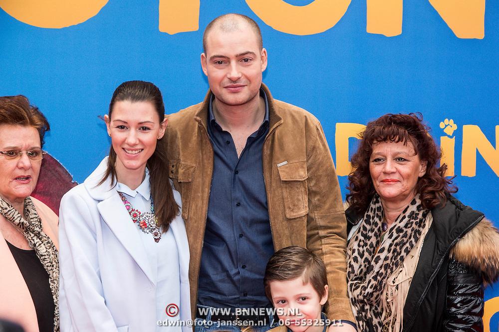 NLD/Amsterdam/20150208 - Filmpremiere  Paddington , Lange Frans met Danielle van Aalderen zoon Willen en de beide oma's