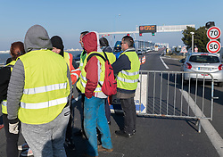 November 19, 2018 - Saint-Nazaire, France - Two days after the national mobilization of yellow jackets against rising fuel prices, some of them have denied a new action by installing dams filtering on both sides of the Pont de Saint-Nazaire, France, on November 19, 2018, which caused significant slowdowns. (Credit Image: © Estelle Ruiz/NurPhoto via ZUMA Press)