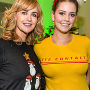 NLD/Amsterdam/20161207 - 8e Sky Radio's Christmas Tree For Charity, Daphne Deckers en dochter Emma Deckers