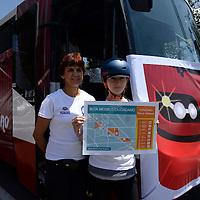 Metepec, México.- Integrantes de la Fundación Tláloc realizaron un simulacro de cómo podría operar un sistema articulado de Transporte en la vialidad Pino Suárez, aprovechando las obras de construcción del Jardín Lineal de Metepec. Agencia MVT / Crisanta Espinosa