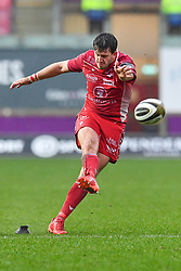 Dan Jones of Scarlets kicks a penalty<br /> <br /> Photographer Craig Thomas/Replay Images<br /> <br /> Guinness PRO14 Round 11 - Scarlets v Edinburgh - Saturday 15th February 2020 - Parc y Scarlets - Llanelli<br /> <br /> World Copyright © Replay Images . All rights reserved. info@replayimages.co.uk - http://replayimages.co.uk