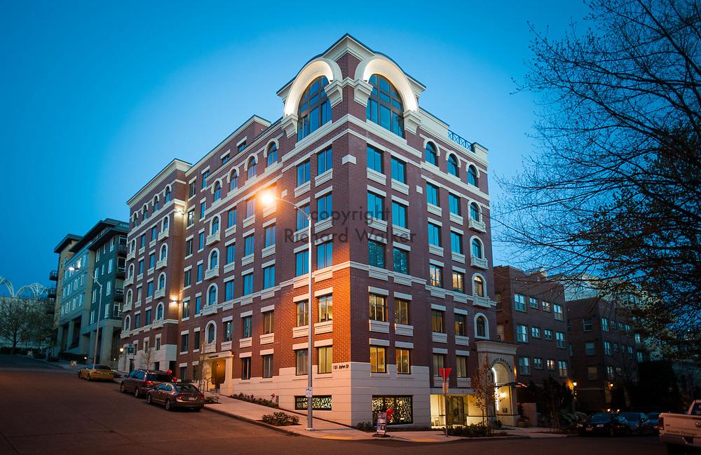 2013 April 22 - Elliott Bayview Apartments, Seattle, WA. By Richard Walker