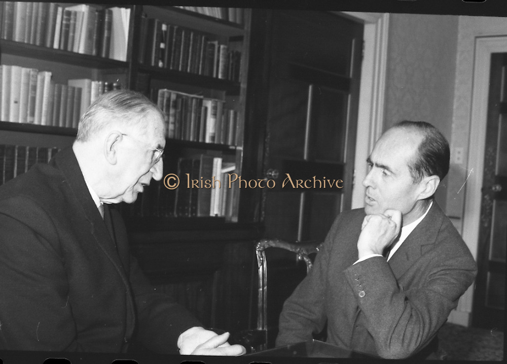 Group Captain Leonard Cheshire, famous World War hero and founder of the Cheshire Homes, visits President Eamon De Valera at Áras an Uachtarain.<br /> 13.10.1967