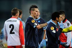 02-12-2010 VOETBAL: UTRECHT - NAPOLI: UTRECHT<br />FC Utrecht speelt ook de derde thuiswedstrijd in de Europa League met 3-3 gelijk tegen Napoli / Opstootje met Marek Hamsik <br />©2010-WWW.FOTOHOOGENDOORN.NL