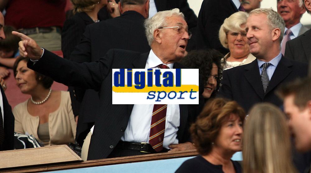 Photo: Rich Eaton.<br /> <br /> Aston Villa v Newcastle United. The Barclays Premiership. 27/08/2006. Doug Ellis left pictured with new owner of Aston Villa Randy Lerner