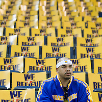 10 April 2008: A Warriors fan is seen prior to the Denver Nuggets 114-105 victory over the Golden State Warriors at the Oracle Arena in Oakland, CA.