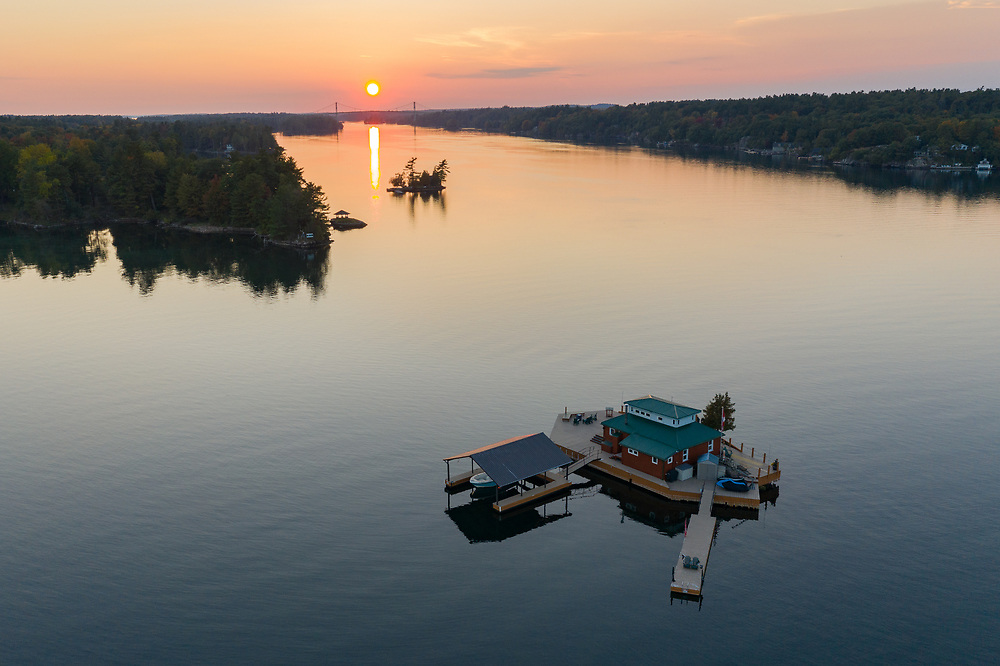 https://Duncan.co/sunset-over-the-st-lawrence-river-and-small-island
