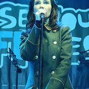 Carice van Houten sluit glazenhuis 3FM Serious Request 2012
