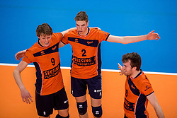 19-02-2017 NED: Bekerfinale Draisma Dynamo - Seesing Personeel Orion, Zwolle<br /> In een uitverkochte Landstede Topsporthal wint Orion met 3-1 de bekerfinale van Dynamo / Dik Heusinkveld #2 of Orion, Twan Wiltenburg #9 of Orion