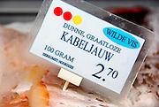Nederland, Nijmegen, 6-4-2007..Een viswinkel in Nijmegen,Gamba, geeft met gekleurde stippen aan in hoeverre de vis, vissoort die in de vitrine ligt bedreigd wordt,wild of gekweekt is...Foto: Flip Franssen/Hollandse Hoogte