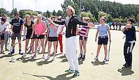 ROTTERDAM - Rabobank kids day en clinic met oud international Floris Evers.   Foto Koen Suyk
